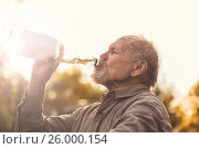 Senior drinks water outdoor. Стоковое фото, фотограф Александр Новиков / Фотобанк Лори