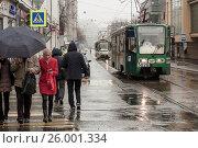 Трамвай едет и люди переходят дорогу в дождливую погоду, фото № 26001334, снято 16 апреля 2017 г. (c) Эдуард Паравян / Фотобанк Лори