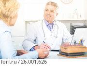 Купить «Professor of medicine training colleague», фото № 26001626, снято 17 июня 2019 г. (c) Яков Филимонов / Фотобанк Лори