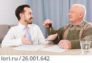 Купить «Old man and manager signed contract car lease», фото № 26001642, снято 16 июля 2018 г. (c) Яков Филимонов / Фотобанк Лори