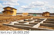 Купить «Фундамент под коттедж», эксклюзивное фото № 26003250, снято 26 апреля 2013 г. (c) Владимир Чинин / Фотобанк Лори