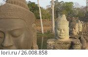 Купить «Stone carved statues of Devas on bridge to Angkor», видеоролик № 26008858, снято 5 декабря 2016 г. (c) Михаил Коханчиков / Фотобанк Лори