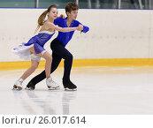 Купить «Соревнования в парном катании на призы Федерации фигурного катания на коньках Санкт-Петербурга», фото № 26017614, снято 18 апреля 2017 г. (c) Stockphoto / Фотобанк Лори