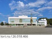 Купить «Театр юного зрителя в Екатеринбурге», фото № 26018466, снято 20 августа 2016 г. (c) Михаил Марковский / Фотобанк Лори