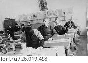 Купить «Урок труда для мальчиков в советской школе. 1976 год.», эксклюзивное фото № 26019498, снято 19 апреля 2017 г. (c) Светлана Попова / Фотобанк Лори