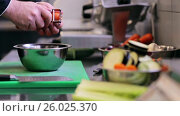 Купить «hands of male chef cook peeling carrot in kitchen», видеоролик № 26025370, снято 18 августа 2019 г. (c) Syda Productions / Фотобанк Лори