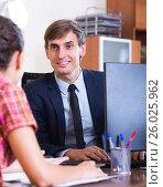 Купить «Businessman talking with client», фото № 26025962, снято 23 сентября 2018 г. (c) Яков Филимонов / Фотобанк Лори
