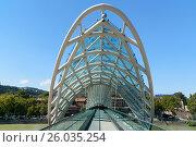 Купить «Bridge of Peace in Tibilisi, Georgia», фото № 26035254, снято 27 сентября 2016 г. (c) Elena Odareeva / Фотобанк Лори