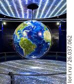 Купить «Модель планеты Земля в Музее космоса. Гагарин (бывший Гжатск), Россия», фото № 26037062, снято 4 января 2016 г. (c) Светлана Ельцова / Фотобанк Лори