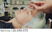 Купить «Applying the solution on the skin. Cosmetic procedures Mechanical cleaning of the face. Cosmetology.», видеоролик № 26049070, снято 20 марта 2017 г. (c) Mikhail Davidovich / Фотобанк Лори