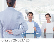 woman with fingers crossed in a interview. Стоковое фото, агентство Wavebreak Media / Фотобанк Лори