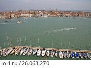 VENICE, ITALY - SEPTEMBER 04, 2012: Yachts  in Venice near Church of San Giorgio Maggiore on the Island of San Giorgio Maggiore. Стоковое фото, фотограф Шилер Анастасия / Фотобанк Лори