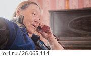 Купить «Old Woman pensioner speak landline phone, portrait», фото № 26065114, снято 23 июля 2018 г. (c) Константин Шишкин / Фотобанк Лори
