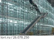 Купить «Складские стеллажи с подъемником», фото № 26078250, снято 13 декабря 2011 г. (c) Цветков Виталий / Фотобанк Лори