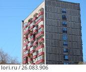 Купить «Четырнадцатиэтажный одноподъездный блочный жилой дом серии И-209А, построен в 1970 году. Байкальская улица, 46 корпус 1. Район Гольяново. Москва», эксклюзивное фото № 26083906, снято 25 апреля 2017 г. (c) lana1501 / Фотобанк Лори
