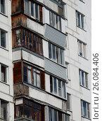 Купить «Двенадцатиэтажный одноподъездный блочный жилой дом серии II-18-01/12, построен в 1968 году. Алтайская улица, 22. Район Гольяново. Москва», эксклюзивное фото № 26084406, снято 25 апреля 2017 г. (c) lana1501 / Фотобанк Лори