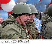 Мужчины в военной форме на празднике дня Победы 9 мая. Новый Уренгой (2008 год). Редакционное фото, фотограф Василий Мальцев / Фотобанк Лори