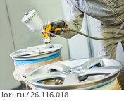 Купить «Automobile disc restoring. Painter painting light alloy disc with spray», фото № 26116018, снято 29 марта 2017 г. (c) Дмитрий Калиновский / Фотобанк Лори