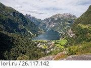 Купить «Гейрангерфьорд и город Герангер, Норвегия. Вид сверху», фото № 26117142, снято 13 августа 2011 г. (c) Юлия Бабкина / Фотобанк Лори