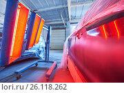 Купить «Auto body repair. infrared lamp in use», фото № 26118262, снято 27 марта 2017 г. (c) Дмитрий Калиновский / Фотобанк Лори