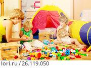 Купить «Mother and children playing», фото № 26119050, снято 2 августа 2014 г. (c) Яков Филимонов / Фотобанк Лори