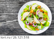 Купить «Lettuce, pear,  grilled chicken breast, walnut, parmesan cheese», фото № 26121518, снято 23 августа 2015 г. (c) Oksana Zh / Фотобанк Лори