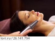 Купить «woman having hydradermie facial treatment in spa», фото № 26141794, снято 26 января 2017 г. (c) Syda Productions / Фотобанк Лори