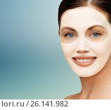 Купить «close up of woman with collagen facial mask», фото № 26141982, снято 6 января 2013 г. (c) Syda Productions / Фотобанк Лори