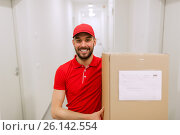 Купить «delivery man with parcel box in corridor», фото № 26142554, снято 3 декабря 2016 г. (c) Syda Productions / Фотобанк Лори