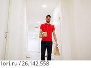 Купить «man delivering coffee and food to customer home», фото № 26142558, снято 3 декабря 2016 г. (c) Syda Productions / Фотобанк Лори