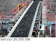 Уголь на конвейерной ленте. Стоковое фото, фотограф Анатолий Бутырин / Фотобанк Лори