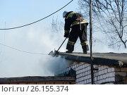 Пожар в гаражном массиве. Стоковое фото, фотограф Андрей Забродин / Фотобанк Лори