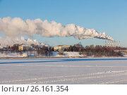 Купить «Тепловая электростанция (ТЭЦ-1) в Ярославле: дым из труб на морозе зимой», фото № 26161354, снято 6 февраля 2017 г. (c) Илья Бесхлебный / Фотобанк Лори