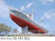 Купить «Малый рыболовецкий сейнер типа МРС-80. Памятник в сквере рыбацкой славы. Владивосток.», эксклюзивное фото № 26181062, снято 5 мая 2017 г. (c) syngach / Фотобанк Лори