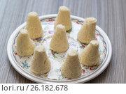 Talkysh Kaleve - traditional eastern sweets on the plate. Стоковое фото, фотограф Володина Ольга / Фотобанк Лори