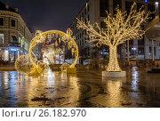 Купить «Праздничные украшения и подсветка Москвы на новогодние праздники: Камергерский переулок», фото № 26182970, снято 2 января 2017 г. (c) Илья Бесхлебный / Фотобанк Лори