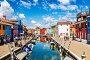 Яркие красочные дома на острове Бурано на краю Венецианской лагуны. Венеция, Италия,, фото № 26183042, снято 17 апреля 2017 г. (c) Наталья Волкова / Фотобанк Лори