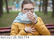 Купить «Молодая женщина с носовым платком на улице», фото № 26183714, снято 6 мая 2017 г. (c) Victoria Demidova / Фотобанк Лори