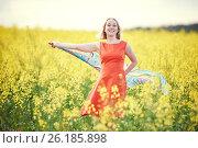 Купить «Woman at yellow rape seed meadow», фото № 26185898, снято 22 мая 2016 г. (c) Дмитрий Калиновский / Фотобанк Лори