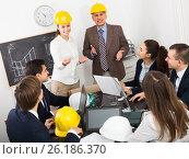 Купить «Group of adult engineers discussing new project», фото № 26186370, снято 7 декабря 2019 г. (c) Яков Филимонов / Фотобанк Лори