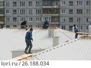 Кровельные работы. Редакционное фото, фотограф Иван Малыгин / Фотобанк Лори