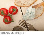 Купить «fresh blue cheese spread ove french baguette», фото № 26189778, снято 14 апреля 2017 г. (c) Francesco Perre / Фотобанк Лори