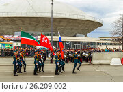 KAZAN, RUSSIA - May 9, 2017: The Victory Parade. Removal of the State Flag of the Russian Federation, the State Flag of the Republic of Tatarstan and the Banner of Victory. Редакционное фото, фотограф Ольга Соловьева / Фотобанк Лори