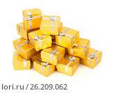 A pile of gold gifts on white. Стоковое фото, фотограф Tatjana Romanova / Фотобанк Лори