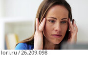 Купить «unhappy woman suffering from headache», видеоролик № 26209098, снято 20 июля 2018 г. (c) Syda Productions / Фотобанк Лори