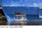 Купить «Bow anchor of blue cargo ship», фото № 26209498, снято 5 июля 2014 г. (c) EugeneSergeev / Фотобанк Лори