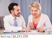 Купить «Woman and manager sign contract», фото № 26211370, снято 23 февраля 2019 г. (c) Яков Филимонов / Фотобанк Лори