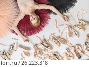 Купить «Blonde ballerina lies in studio», фото № 26223318, снято 17 апреля 2017 г. (c) Andriy Bezuglov / Фотобанк Лори