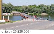 Понтонный мост через реку Дон (2014 год). Стоковое фото, фотограф Денис Сураев / Фотобанк Лори