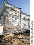 Купить «Москва, Саввинская набережная, граффити на стене дома 27», эксклюзивное фото № 26250282, снято 29 апреля 2017 г. (c) Dmitry29 / Фотобанк Лори